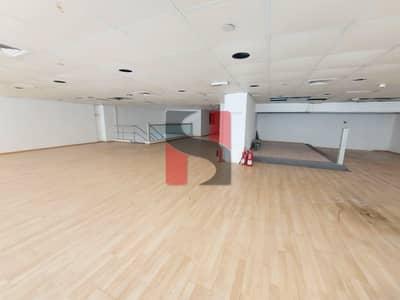 معرض تجاري  للايجار في المجاز، الشارقة - Chiller Free | Showroom +Dedicated Parking
