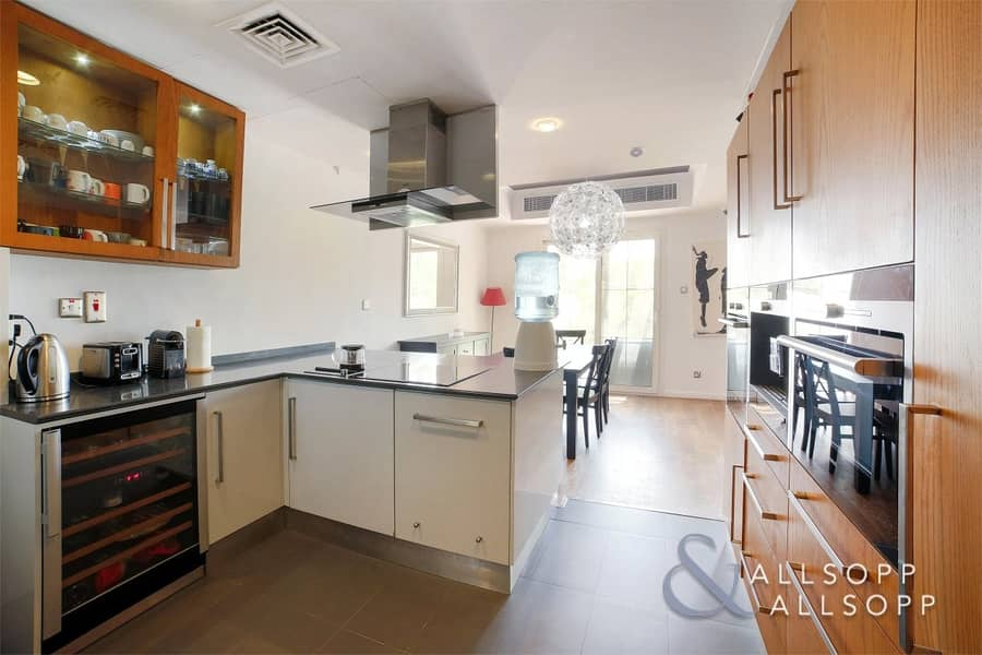 10 Lake and Park View | Fully Upgraded | 3Bed