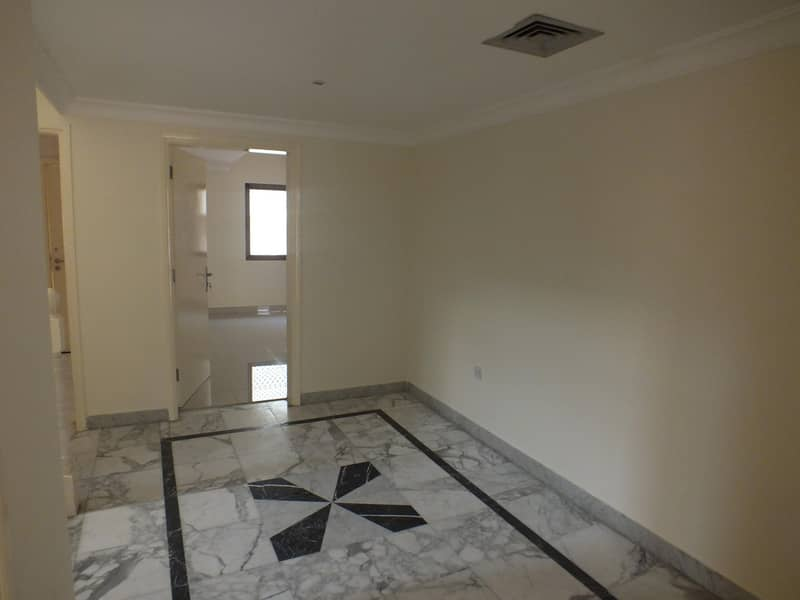 2 Compound 4bhk villa with p .garden s.pool in safa 2 rent is 180k