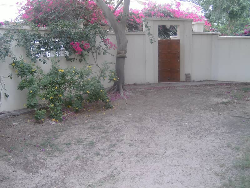 14 Compound 4bhk villa with p .garden s.pool in safa 2 rent is 180k