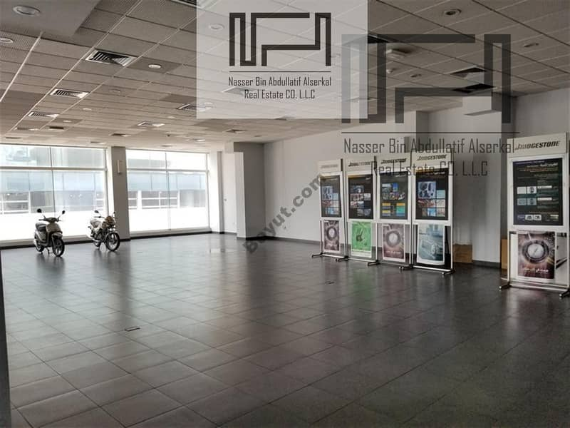 Showroom & Offices & Warehouse on Sheikh Zayed Road-PRIME LOCATION