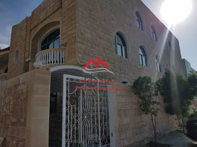 High quality 5BR villa with balcony in great neighborhood
