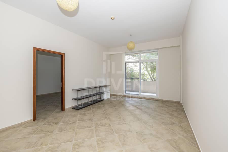 Spacious and Bright  unit | West Court 2