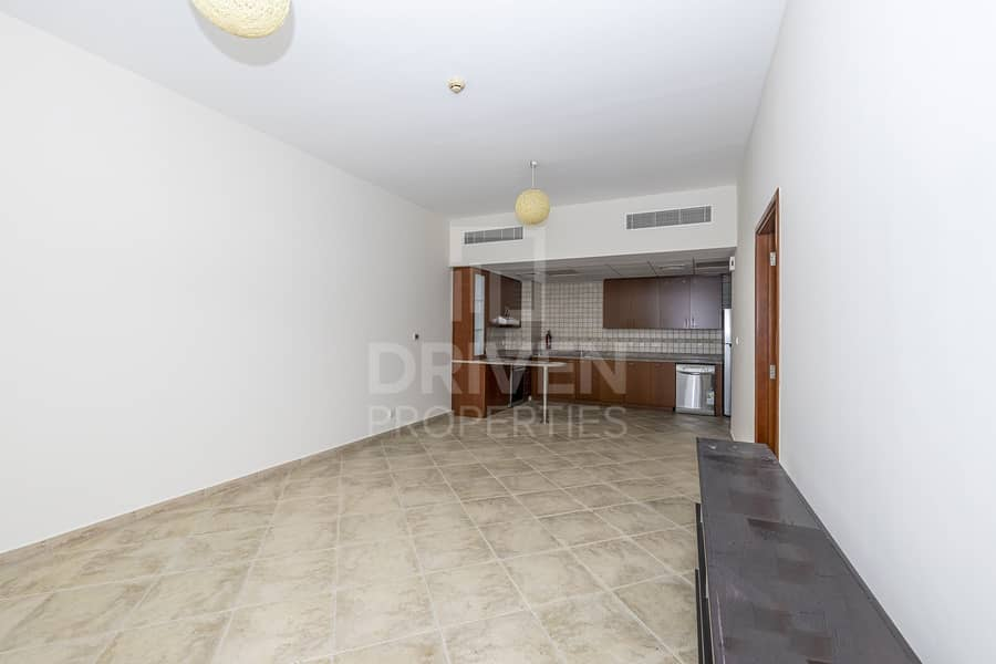 2 Spacious and Bright  unit | West Court 2