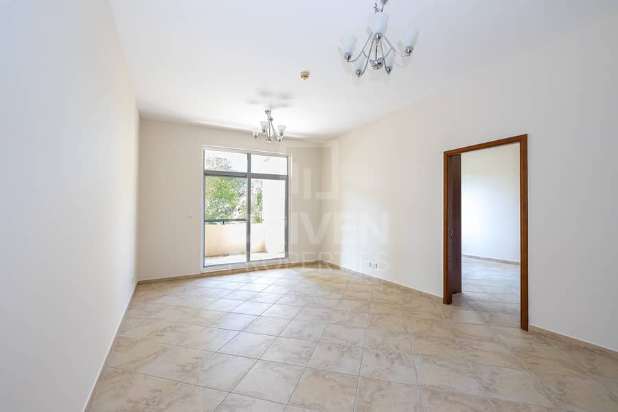11 Spacious and Bright unit | West Court 1
