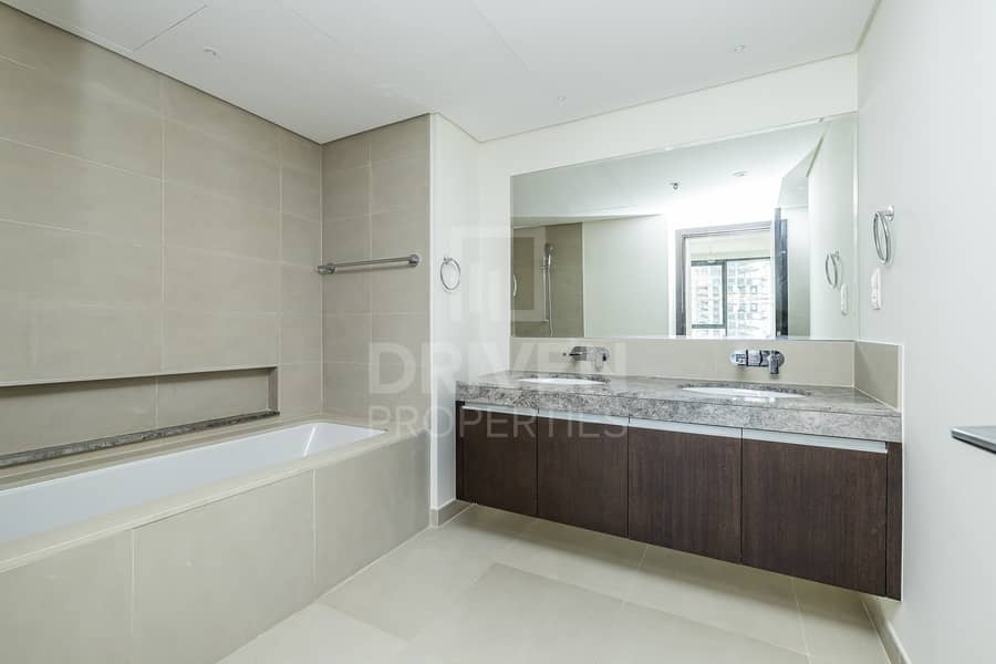 20 High Floor w/ Fitted Kitchen | BLVD View