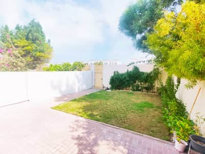فیلا 2 غرفة نوم للايجار في الينابيع، دبي - Garden