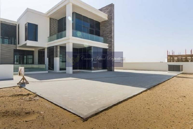 Modern Villa with Large Plot and Golf Course Views