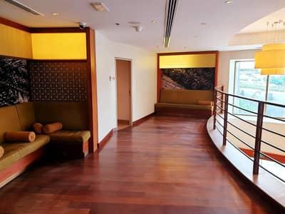 محل تجاري  للايجار في شارع الشيخ زايد، دبي - Well fitted shop|High visibility | Prime Location