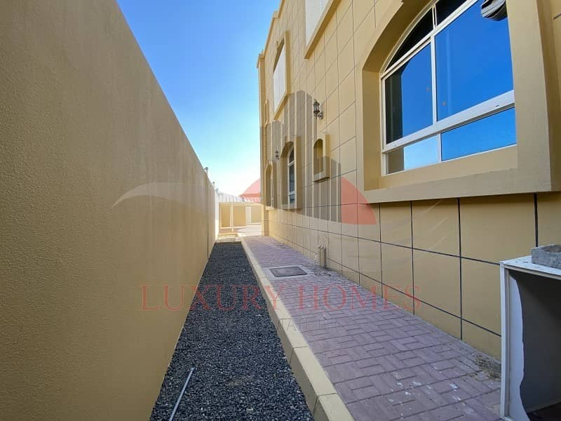 31 Private Entrance Yard Easy Access to Abu Dhabi