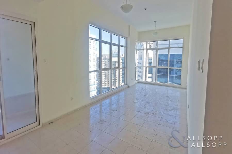 2 Closed Kitchen   Two Bed   Corner Unit
