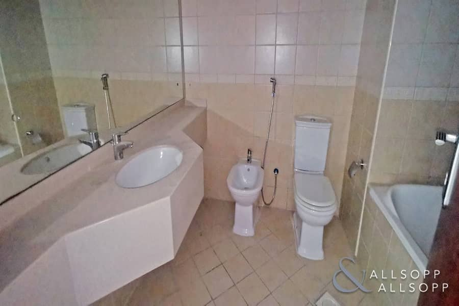 10 Closed Kitchen   Two Bed   Corner Unit