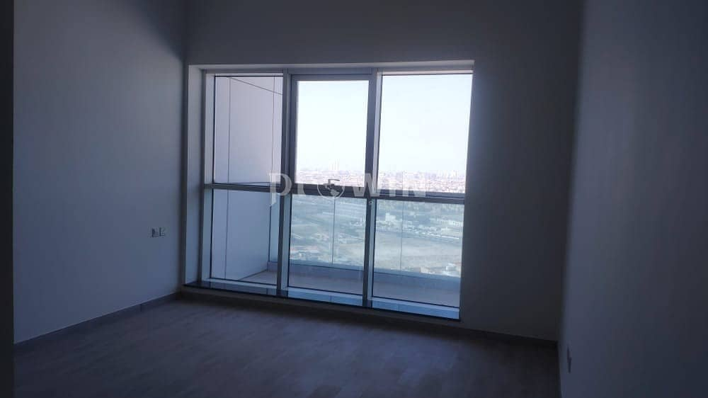 Brand New Building   1  Month Free   Closed kitchen    Spacious 1 Br Apt !!!