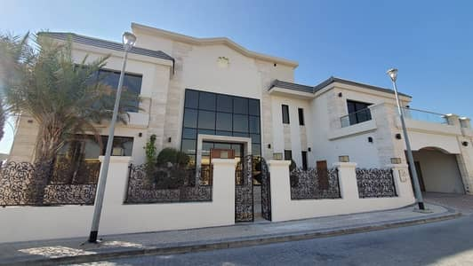 5 Bedroom Villa for Rent in Jumeirah Islands, Dubai - Near to School | 5BR+Maid's | Lake View | Well Kept Unit | Private Gym+Pool