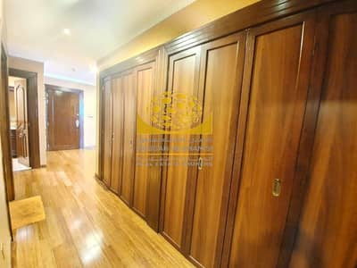 3 Bedroom Apartment for Sale in Dubai Marina, Dubai - Vacant /Upgraded 3BR + Maid Room with Walk in closet