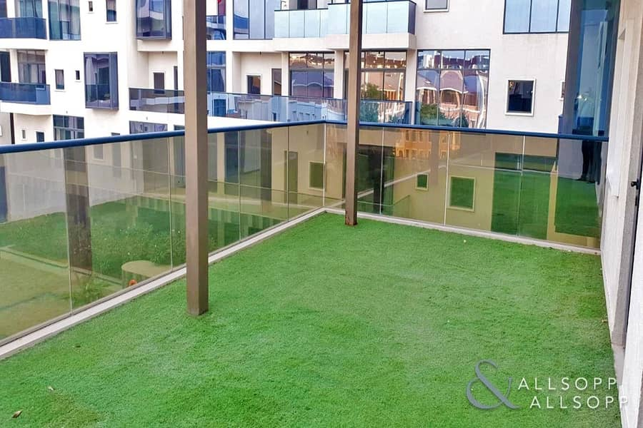 Luxurious 1Bed | Pool View | Large Balcony