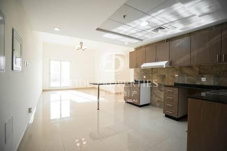 شقة 2 غرفة نوم للايجار في مجمع دبي ريزيدنس، دبي - Bright Apartment with Large Balcony   Vacant