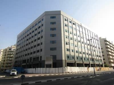 مبنى سكني  للبيع في بر دبي، دبي - مبنى تحت الإنشاء - ارضي + 7 طوابق