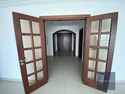 شقة 3 غرف نوم للايجار في منطقة النادي السياحي، أبوظبي - Sea view 3BR apartment! | Maid's room and balcony