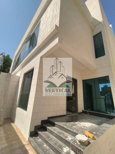 5 Bedroom Villa for Sale in Hadbat Al Zaafran, Abu Dhabi - 2 villas for sale in Abu Dhabi Al Zafarana, the first inhabitant