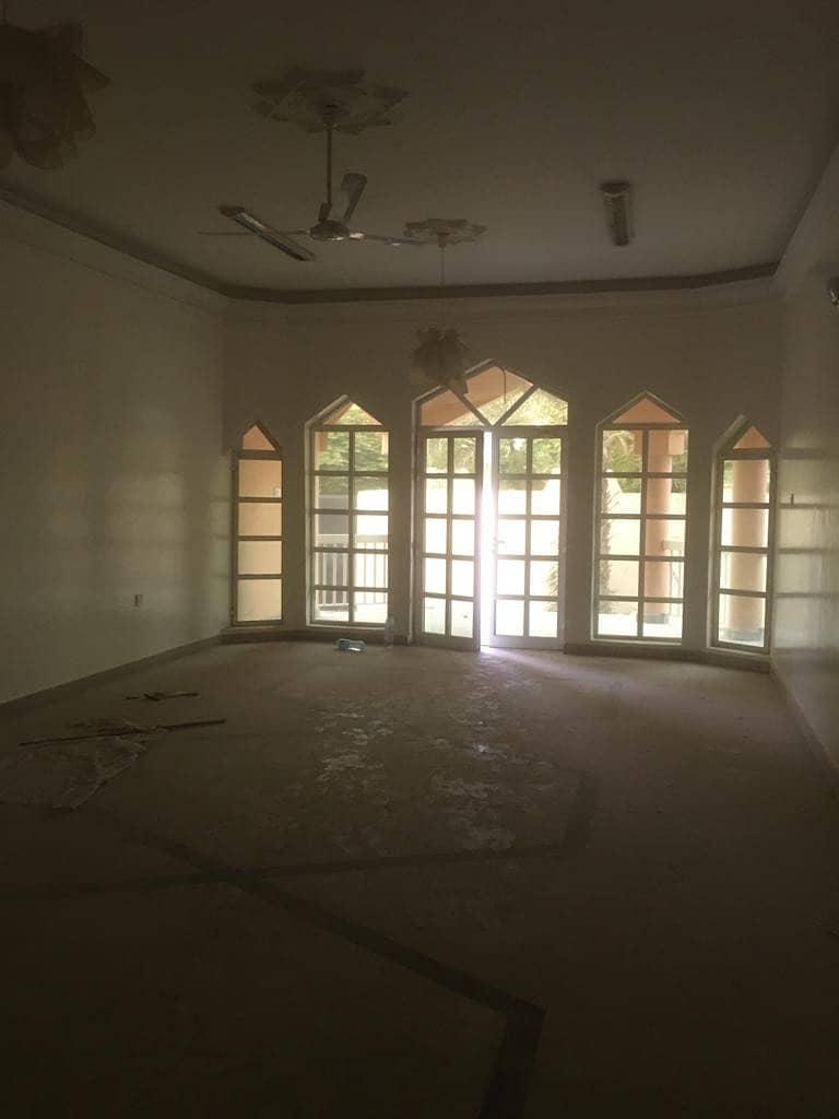 فیلا في الياش 4 غرف 70000 درهم - 4932239