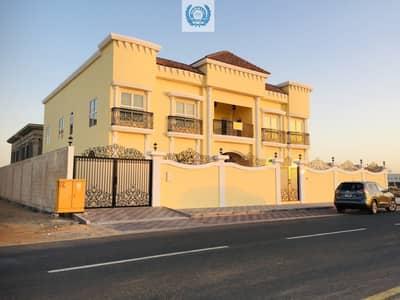 فیلا 8 غرف نوم للبيع في حوشي، الشارقة -  Eight Bedroom Lavish Villa
