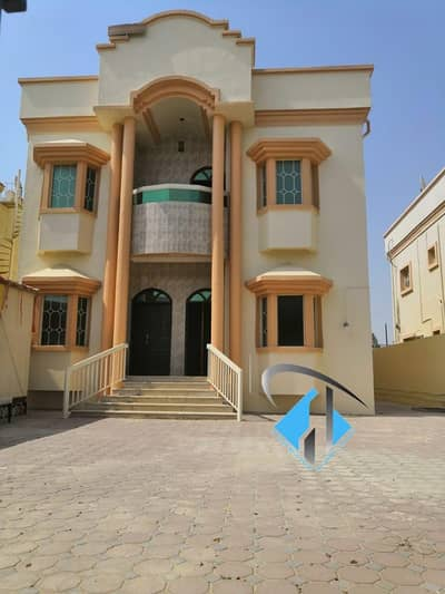 5 Bedroom Villa for Sale in Al Mowaihat, Ajman - Villa for sale 5000 feet with water, electricity and air conditioners, at a price of a snapshot