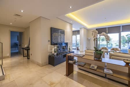 Stylish 4 Bedroom Townhouse w/ Palm View