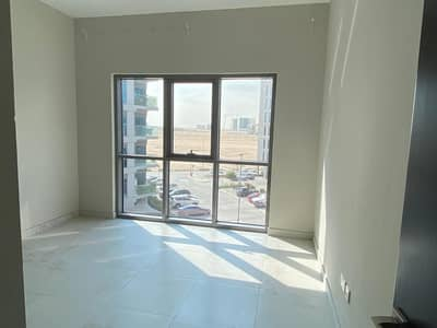 شقة 1 غرفة نوم للايجار في دبي الجنوب، دبي - Biggest layout!!!higher floor community view one bedroom for rent in MAG in 26000