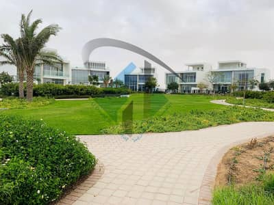 5 Bedroom Villa for Sale in Al Zorah, Ajman - Exellent villa with big space and built up area in the best closed compound in ajman.