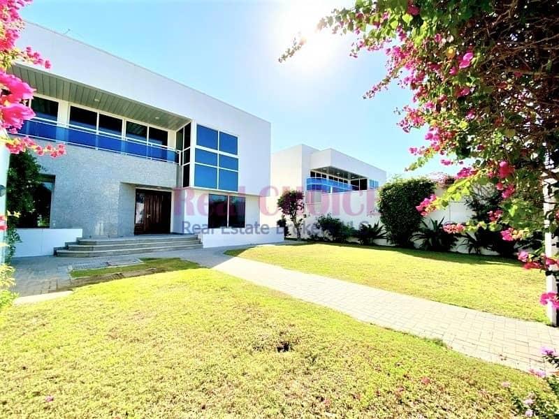 12 Huge Independent 5 Bedrooms Villa in Jumeirah 1