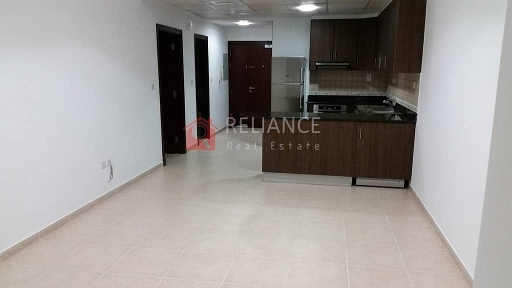 Marina View   High Floor   1BR  Equipped Kitchen