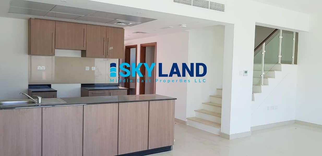 2 3 Beds + Maids | Private Backyard | Covered Parking