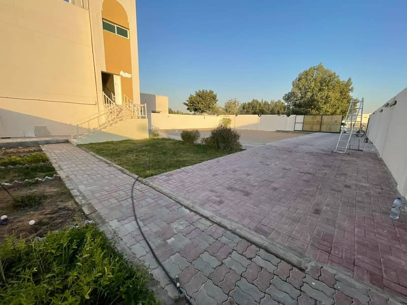 Spacious 3 bed rooms with Huge Private Garden with in Al Shamkha