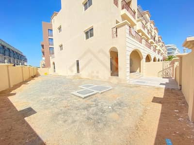 4 Bedroom Townhouse for Rent in Jumeirah Village Circle (JVC), Dubai - Elegant  4 BR +Maid TH| Pool |Roof Trance