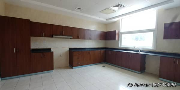 Like New 05BHK Spacious Villa Comes With All Facilities