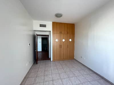 Office for Rent in Al Mahatah, Sharjah - SUNLIGHT BRIGHT COMMERCIAL OFFICE SEA VIEW