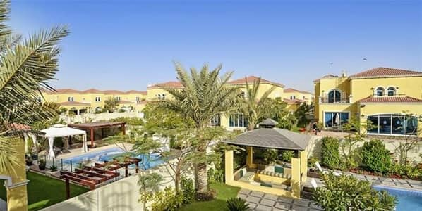 4 Bedroom Villa for Sale in Jumeirah Park, Dubai - Spacious 4 Bedrooms Maids with swimming pool in Jumeirah Park