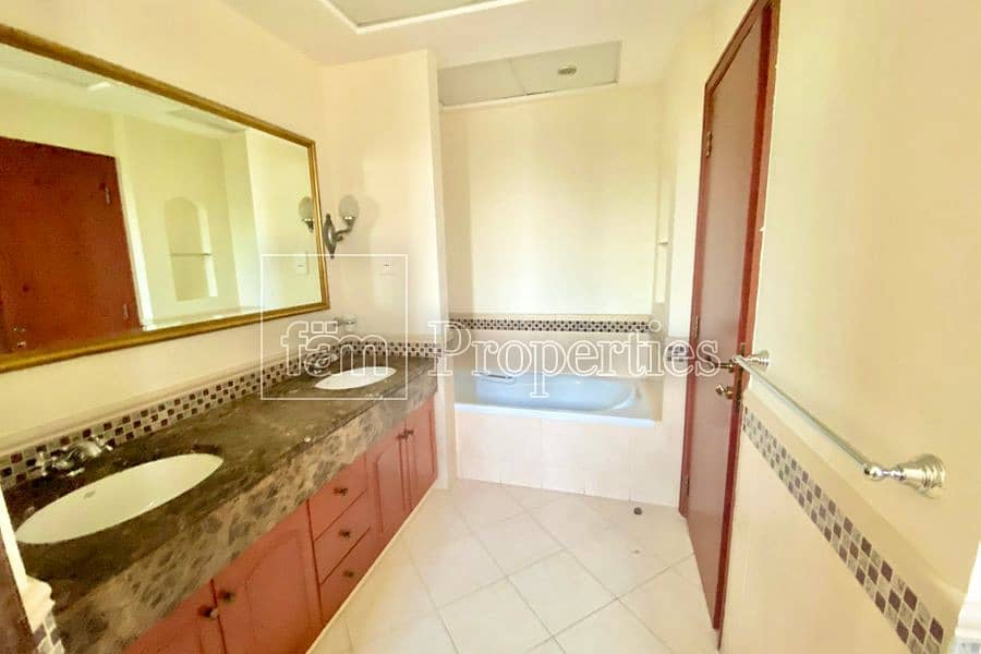 32 | Well Maintained | 4 Bed Villa with Pool |