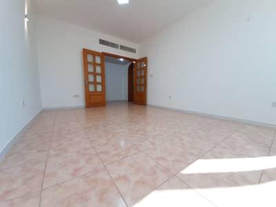 شقة 2 غرفة نوم للايجار في منطقة النادي السياحي، أبوظبي - شقة في شارع المينا منطقة النادي السياحي 2 غرف 50000 درهم - 4938334