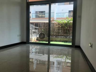 فلیٹ 2 غرفة نوم للايجار في قرية جميرا الدائرية، دبي - Luxurious 2BHK | With Maid's Room | Private Garden