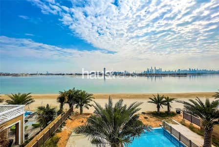 6 Bedroom Villa for Rent in Palm Jumeirah, Dubai - Available 1st Feb | Custom Beach Front Villa