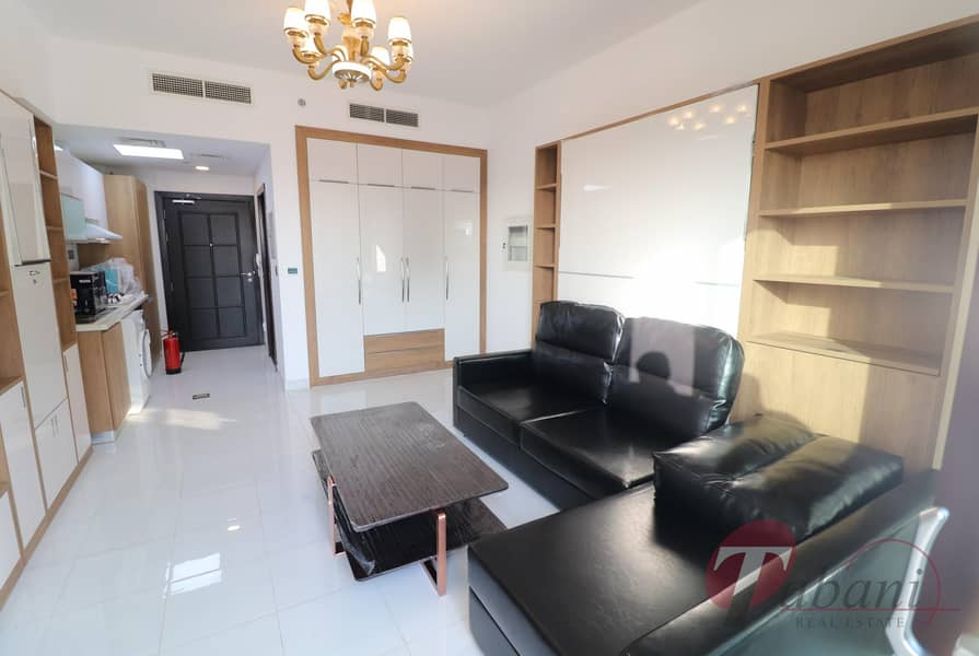 2 Chiller free| Amazing layout| Close to metro station| Higher floor