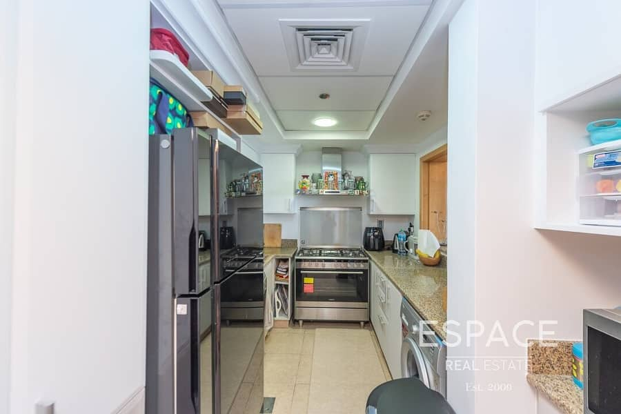 2 Upgraded Kitchen - Near Park And Mall - Kitchen Appliances