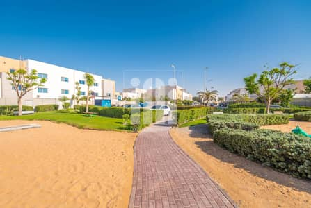 3 Bedroom Villa for Rent in Al Reef, Abu Dhabi -  Facing the Road ! 3Beds+Study