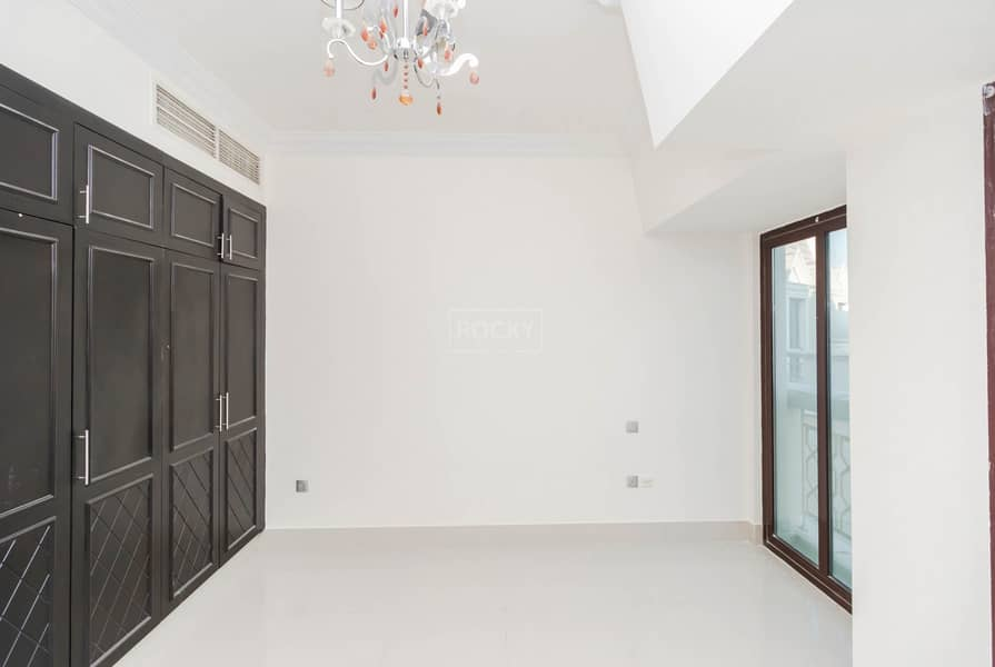 2 Ready To Move In | Spacious | Studio