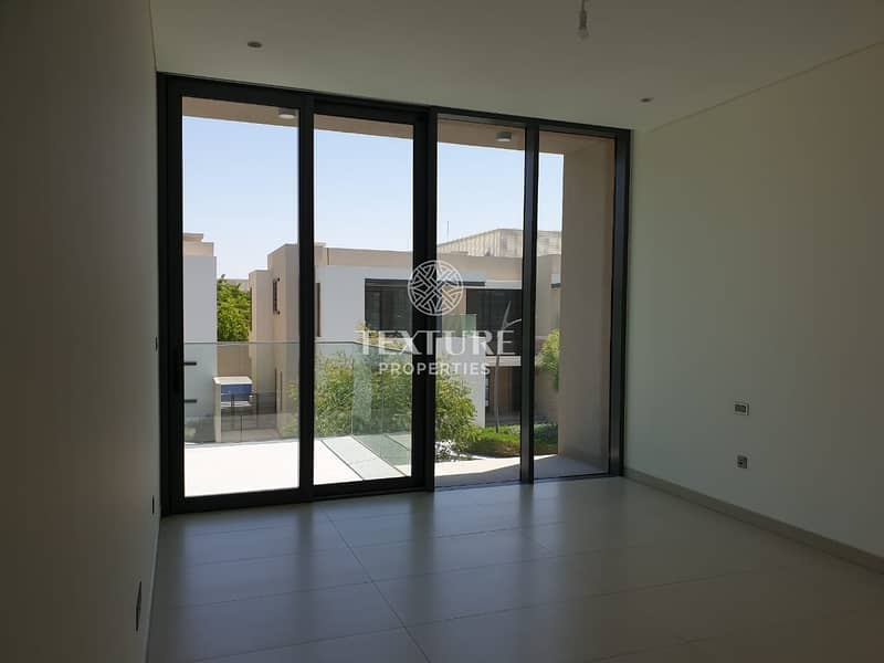 10 Newly Handed Over   High end Finishing   Prime Location