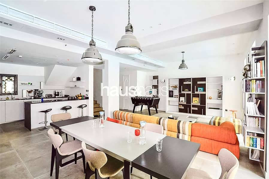 2 Fully upgraded   Townhouse   Lake and Burj Views
