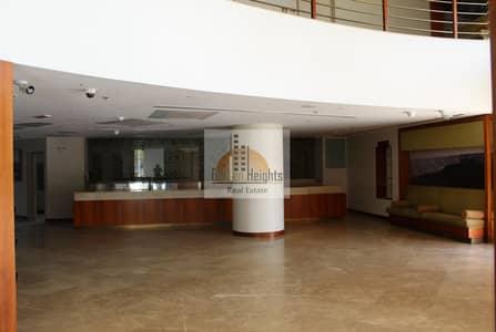 محل تجاري  للايجار في شارع الشيخ زايد، دبي - Specious Retail | Luxurious Tower |  Only for Restaurants