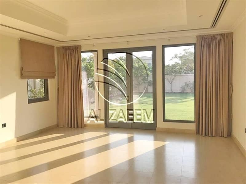 2 Move-right In This Well Maintained 5BR Executive Villa